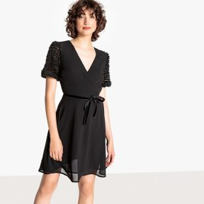 Κοντομάνικο Φόρεμα Σε Εβαζέ Γραμμή
